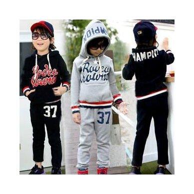 Berniukiškas sportinis kostiumas