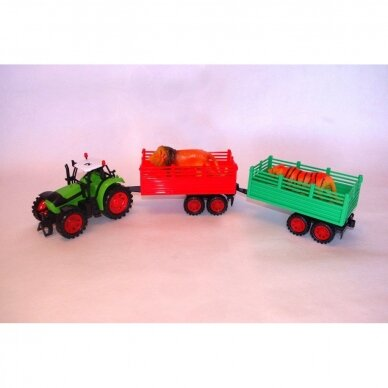 Traktorius su dviem priekabom 2